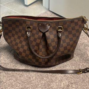 Handbags - Rarely used Louie Vuitton Purse